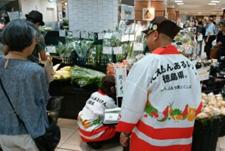東京の高島屋で徳島県産の野菜をPRする様子