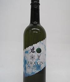 県内産の素材を使って作られたAWA GINというクラフトジン