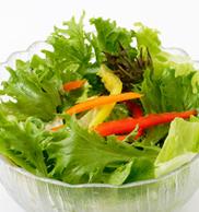 生野菜サラダの写真