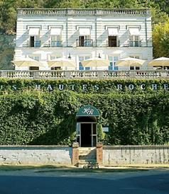 フランスのホテル&レストラン、LesHautesRoches(レ・オート・ロシェ)の真正面の外観を撮影した写真です。