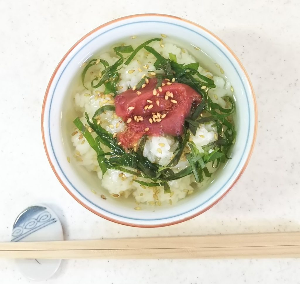 チャチャッと作れてサラサラッと食べられる、梅干しのお茶漬け